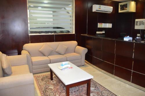 O saguão ou recepção de Burj Al Salam Furnished Apartments