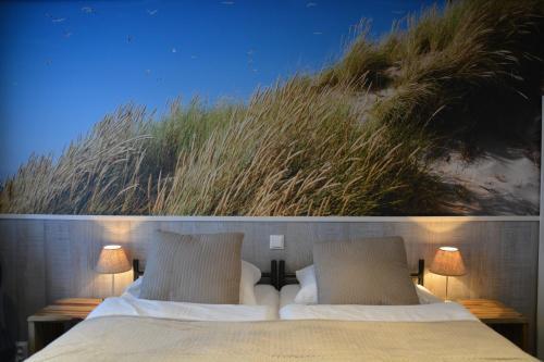Ein Bett oder Betten in einem Zimmer der Unterkunft SEA YOU Hotel Noordwijk