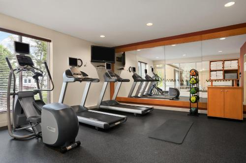 The fitness centre and/or fitness facilities at Hilton Garden Inn Saratoga Springs