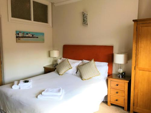 A bed or beds in a room at Bentinck Hotel