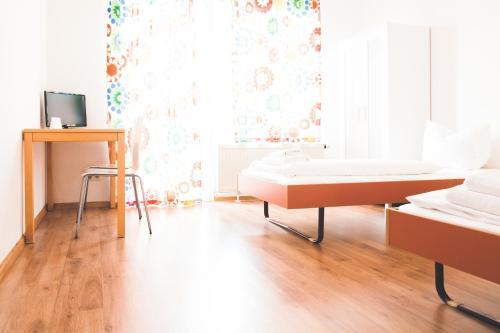 A bathroom at StayInn Hostel und Gästehaus