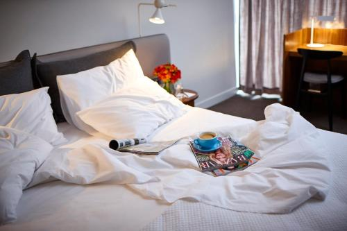 A bed or beds in a room at Larmont Sydney by Lancemore