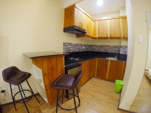 Una cocina o zona de cocina en Golden Gate Suites