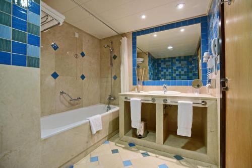 Un baño de Grande Real Santa Eulalia Resort & Hotel Spa