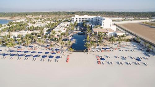 A bird's-eye view of Al Baleed Resort Salalah by Anantara
