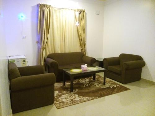 Uma área de estar em Avene For Furnished Residential Units