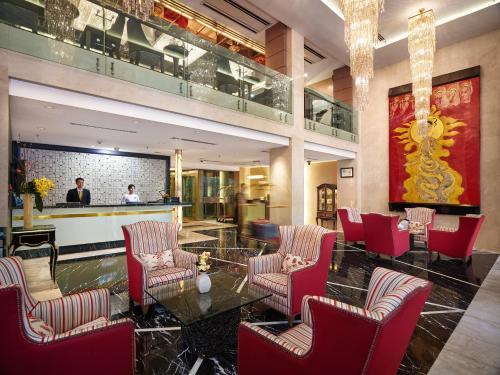 The lounge or bar area at Silk Path Hanoi Hotel