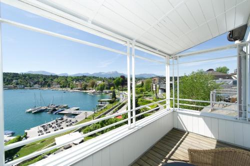 Ein Balkon oder eine Terrasse in der Unterkunft Seehotel Hubertushof