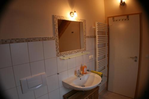Ein Badezimmer in der Unterkunft Ferienwohnung Weinberg