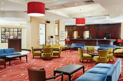 The lounge or bar area at Glasgow Marriott Hotel