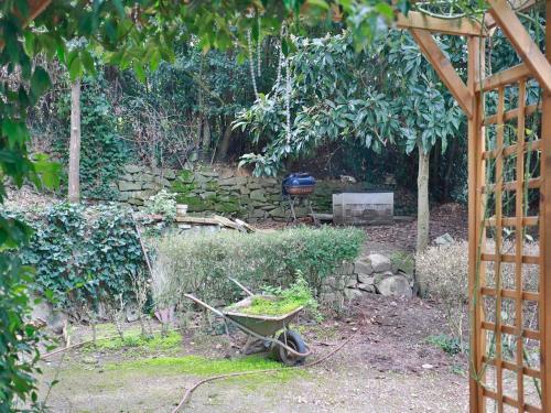 A garden outside Sweet Garden Villa Dei Gelsomini