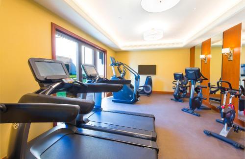 Das Fitnesscenter und/oder die Fitnesseinrichtungen in der Unterkunft Legend Palace Hotel