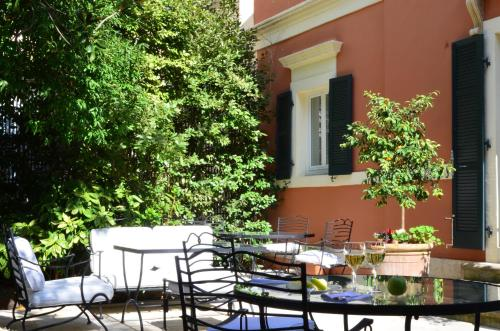 A restaurant or other place to eat at Siora Vittoria Boutique Hotel