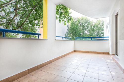 A balcony or terrace at Apartament na Ciepłej - dwupokojowe komfortowe mieszkanie blisko centrum