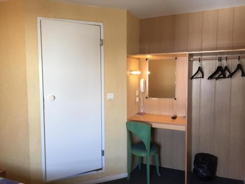 A bathroom at Fasthotel Plaisir
