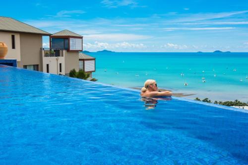 The swimming pool at or near Pinnacles Resort