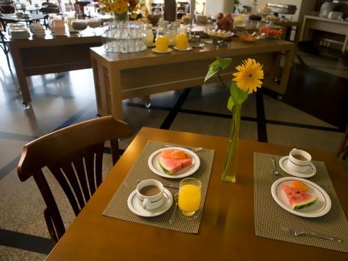 Um restaurante ou outro lugar para comer em Cambirela Hotel