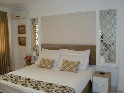 A bed or beds in a room at Gallery Guest House