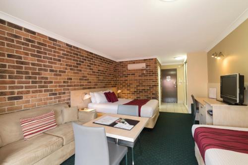 A seating area at Beenleigh Yatala Motor Inn