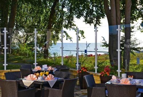 A restaurant or other place to eat at Strandhotel Seerose