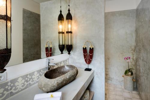 A bathroom at Canggu Beach Apartments