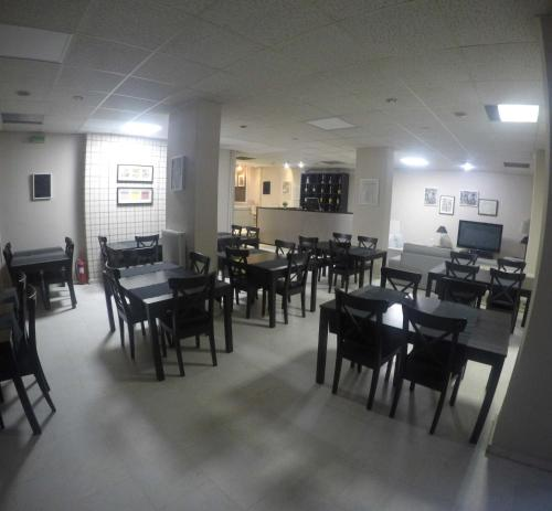 A restaurant or other place to eat at Apartment Hotel Athina