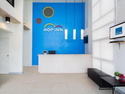 The lobby or reception area at Hop Inn Nong Khai