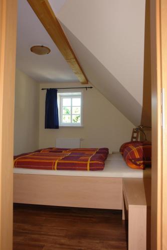 Ein Bett oder Betten in einem Zimmer der Unterkunft Räucher-Häusl
