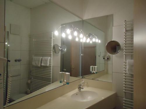 A bathroom at Thiesmann´s Hotel & Restaurant