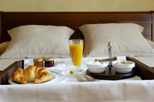 Breakfast options available to guests at Hotel Bremon