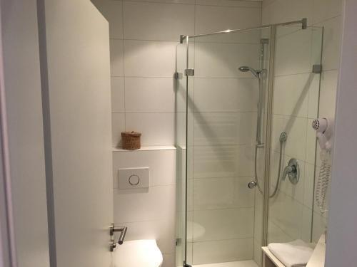 Ein Badezimmer in der Unterkunft Hotel & Restaurant Hessischer Hof