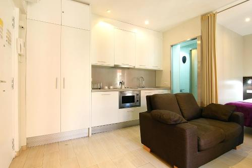 A kitchen or kitchenette at ClassBedroom Barcelona Beach Apartments