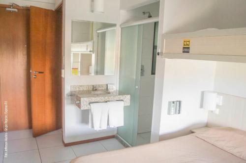 A bathroom at Expresso R1