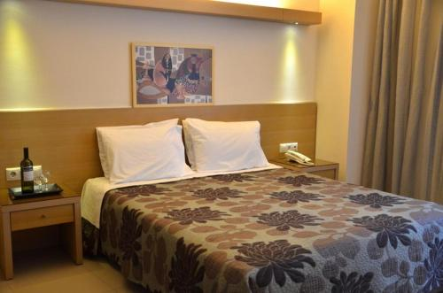 A bed or beds in a room at Kyridis Hotel