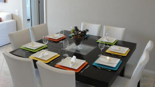 A restaurant or other place to eat at Apartamento Lucio Costa