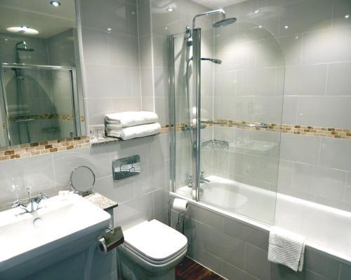 A bathroom at Tulloch Castle Hotel 'A Bespoke Hotel'