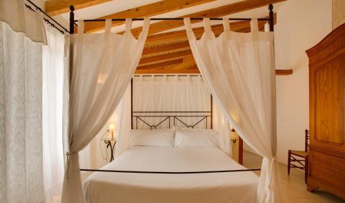 Säng eller sängar i ett rum på Casal Santa Eulalia