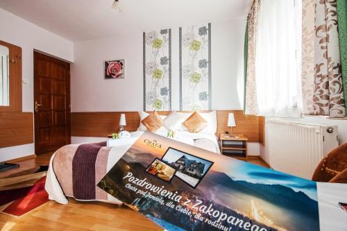 Łóżko lub łóżka w pokoju w obiekcie Pensjonat Chata pod Jemiołą