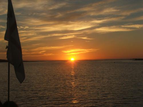 Alba o tramonto visti dall'interno del bed & breakfast o dai dintorni