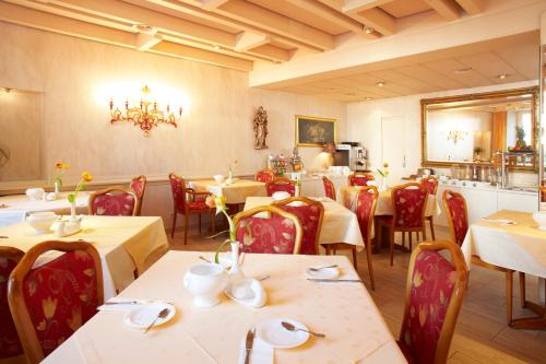 A restaurant or other place to eat at Hotel Garni Bodensee
