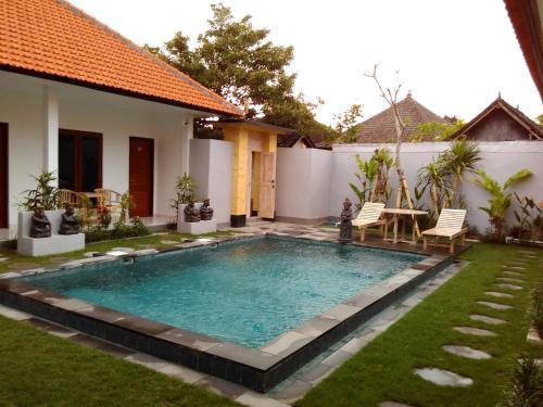 Der Swimmingpool an oder in der Nähe von Temuku Guest House