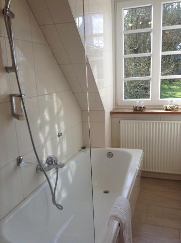 A bathroom at Hotel Pirsch-Mühle