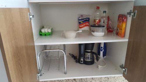 A kitchen or kitchenette at Apartamento Confortável Criciuma