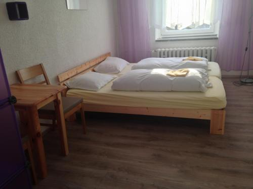 A bed or beds in a room at Hostel im Osterzgebirge