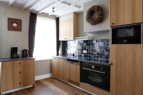 Cuisine ou kitchenette dans l'établissement Les Maisons de la Mer