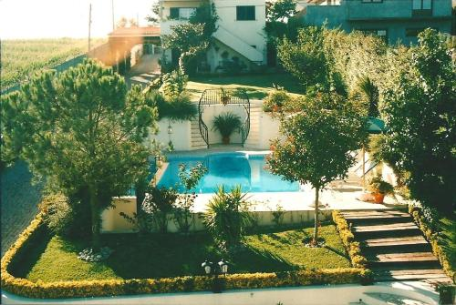 A view of the pool at Villa d'Arcos or nearby
