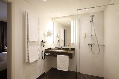 Ein Badezimmer in der Unterkunft Parkhotel Wittekindshof