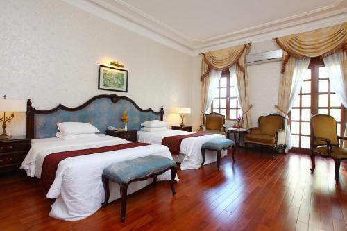 Un ou plusieurs lits dans un hébergement de l'établissement Hotel Continental Saigon