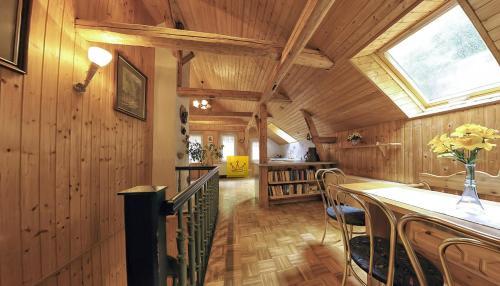 Ein Restaurant oder anderes Speiselokal in der Unterkunft Gasthaus Koenigsruhe