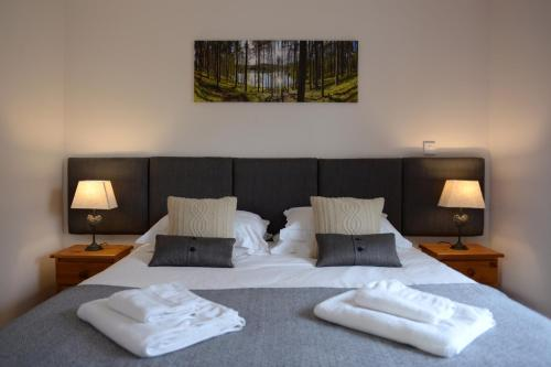 A bed or beds in a room at The Red Lion, Barn Accommodation